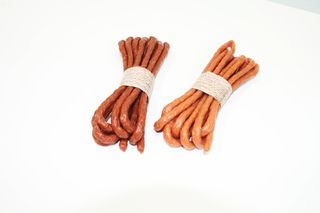 Endless string of sausages in alginate casing