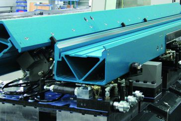 Innovative Handtmann clamping technology for PBZ profile machine centres