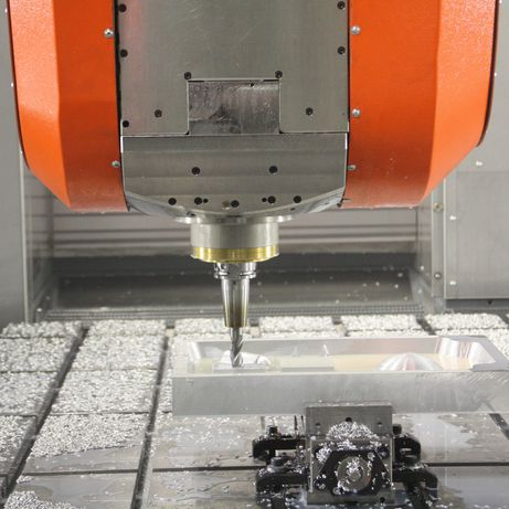 UBZ universal machining centre for 5-axis HSC machining of aluminium as well as composite machining