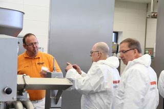 Expert discussion on Handtmann portioning technology